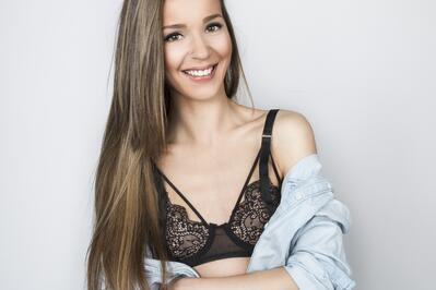 young-woman-bra-breast-reconstruction